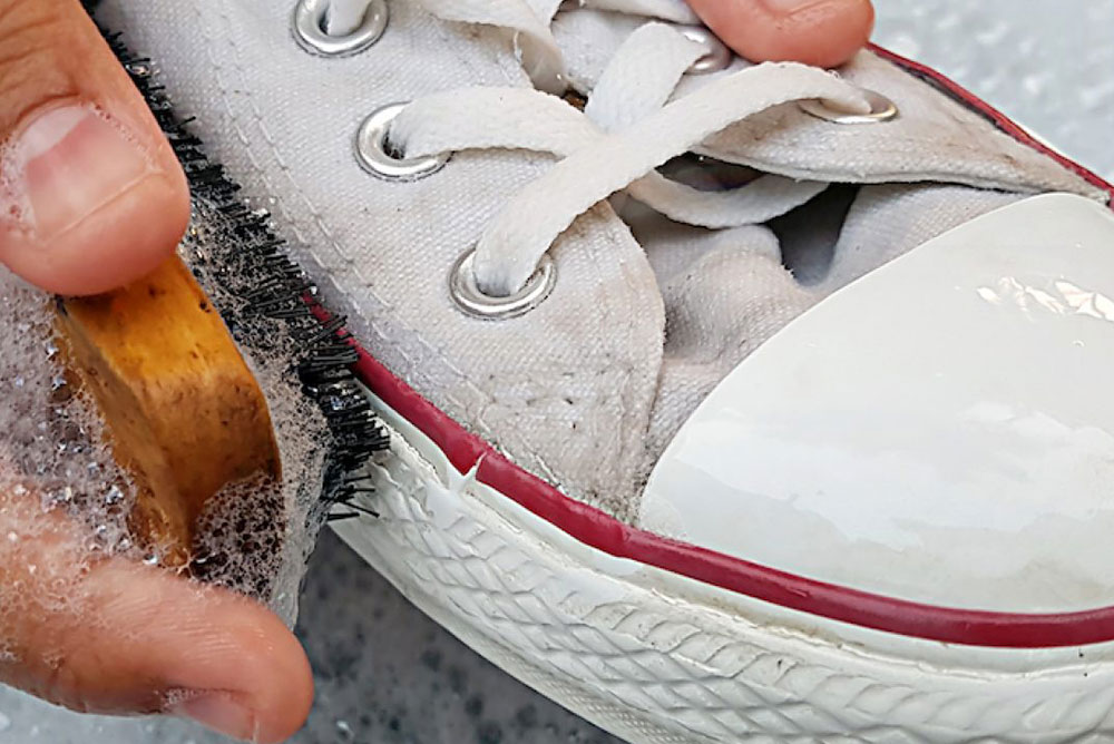 Beyaz Ayakkabı Sirke Temizliği
